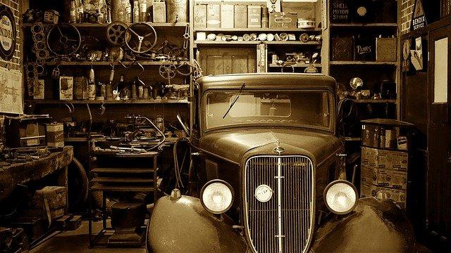 Auto in Werkstatt, Marderschaden